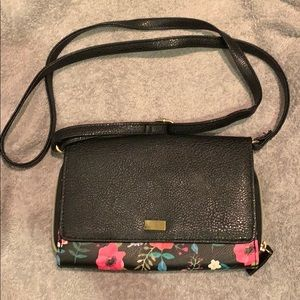 Handbags - 💋NWOT Floral Crossbody Purse